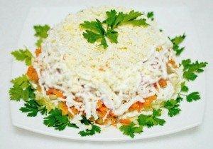 Слоеный торт с курицей и морковкой по-корейски