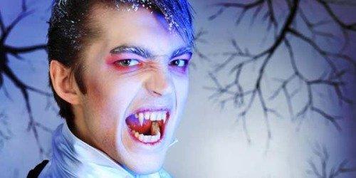 Фотография парня-вампира