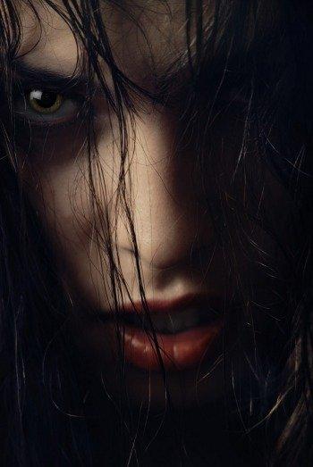 Фотография девушки вампира