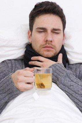 Болит горло? Пейте чай с лимоном!