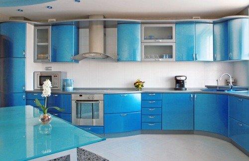 Холодные цвета в интерьере кухни