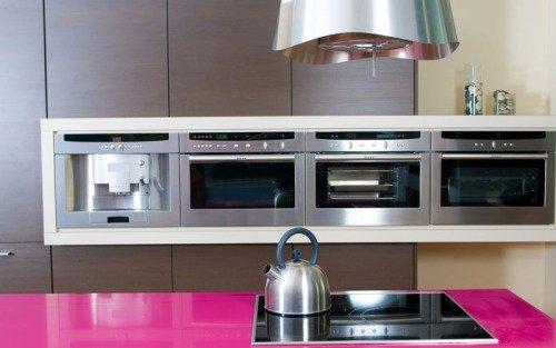 Кухня с элементами розового цвета