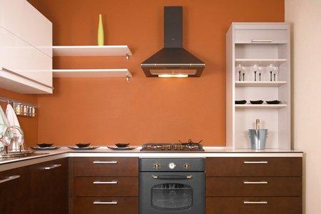 Пример кухни в тёплых тонах