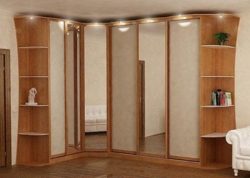 Угловой шкаф-купе с зеркальными дверьми