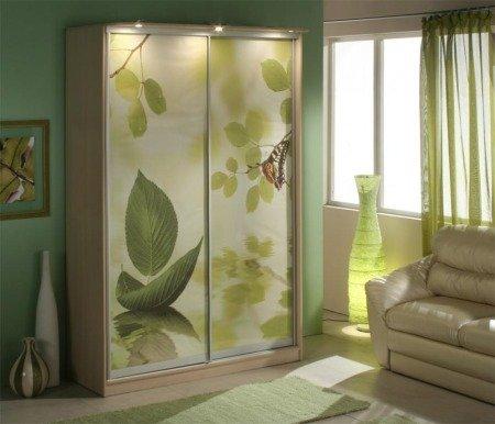 Шкаф-купе от дизайнера, в зеленых оттенках