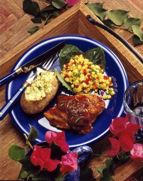 Барбекю из курицы с печеным картофелем и кукурузой