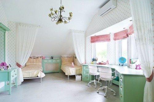 Светлая комната для двух девочек