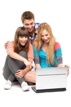 Пользоваться ноутбуком могут многие члены семьи.
