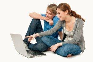 Общение по веб-камере через Skype.