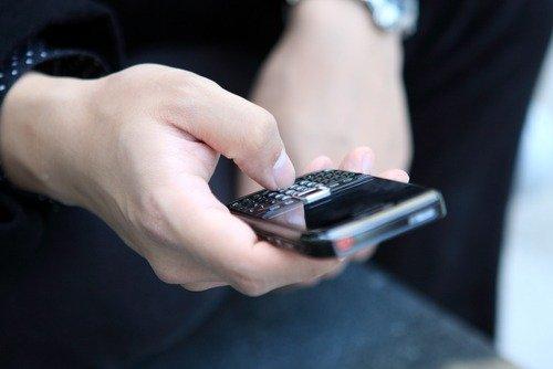 Попереписываться с друзьями по ICQ или SMS