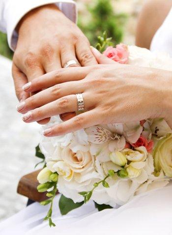 Предложить ей выйти замуж