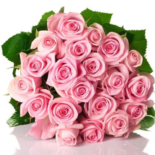Огромным букетом роз