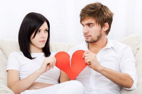 Часто говорит о разводе