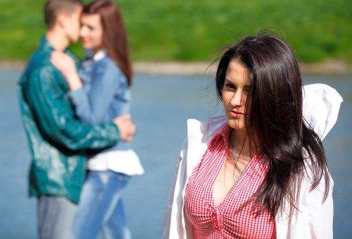 Как встречаться с двумя девушками