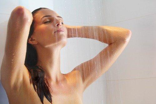 как принимать душ будучи женщиной
