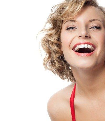 Девушка с ухоженными зубами