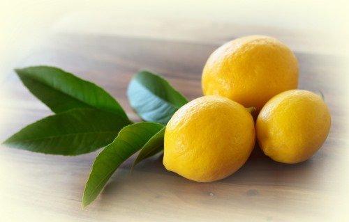 Желтые лимоны