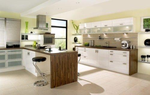 Современная кухня в спокойных оттенках зеленого.