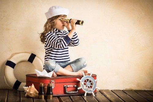 Девочка и чемодан