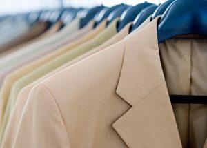 Как правильно стирать пиджак дома?