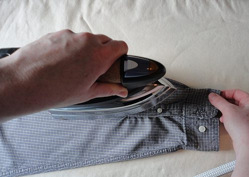 Как гладить рукава рубашки