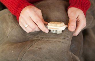 Как и чем чистят куртки из замши в домашних условиях