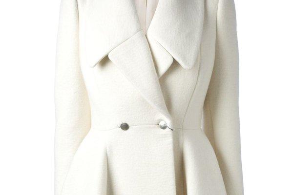 Чистка светлого пальто