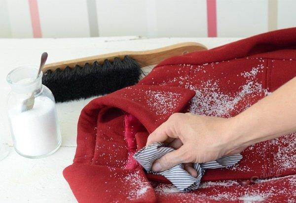 Как почистить пальто: сухая и влажная чистка в домашних условиях