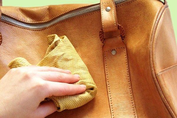 Очистка кожаной сумки