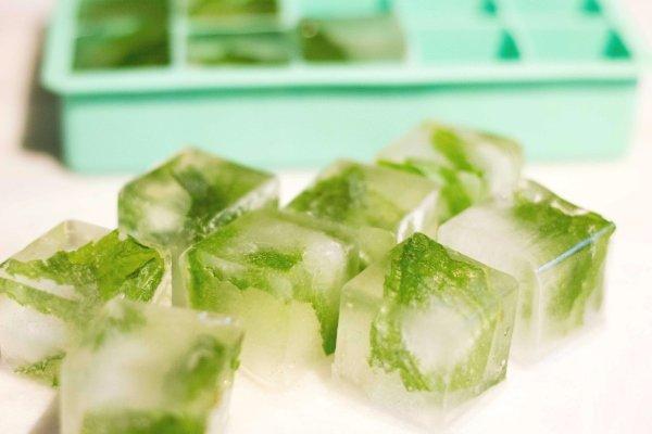 Кубики льда с настоем мяты