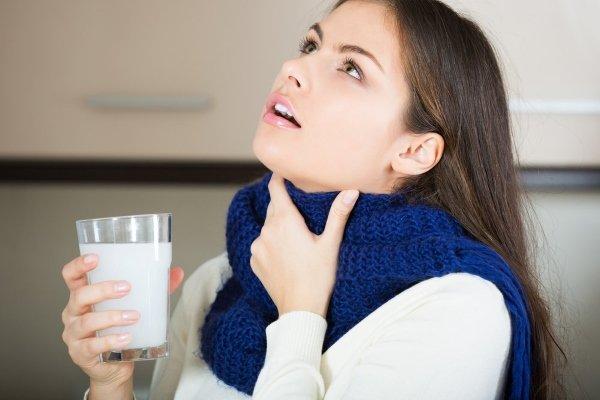Полоскание горла раствором соли и соды